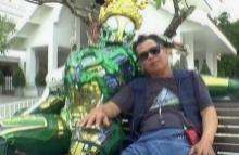 อ.เฉลิมชัย โวยอีกหลังนักท่องเที่ยวถ่ายภาพอนาจารกับหุ่นพิทักษ์วัดร่องขุ่น