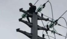 สยอง!! หนุ่มปีนเสาไฟฟ้าไฟช็อตร่วงตกพื้นอาการสาหัส