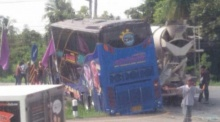 ระทึก!! รถโม่ปูนเบรคแตกชนรถบัสโรงเรียนอัมสัมชัญระยอง (คลิป)