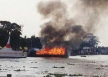 ไฟลุกท่วมเรือท่องเที่ยวเกาะเกร็ด-ไร้เจ็บ
