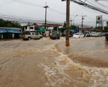 ฝนกระหน่ำตลอดคืนขอนแก่นน้ำท่วมในเมืองอย่างหนัก เร่งระบาย