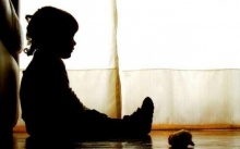นั่งเรียนอยู่ จู่ๆปวดท้องรุนแรง!! ครูพานร.หญิง 5 ขวบหาหมอ ช็อกถูกละเมิดทางเพศแผลฉกรรจ์