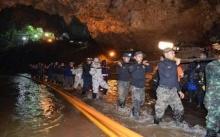 ยังไม่ถอย!!! เร่งลากสายไฟ 1,500 เมตรเข้าถ้ำหลวง ตั้งเครื่องสูบยักษ์ดันน้ำช่วย 13 หมูป่า