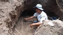 อึ้ง! กำลังขุดถังส้วม เจอโครงกระดูกคนโบราณ สูง 2 เมตร นอนคู่กัน