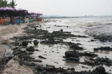 แห่แชร์!! ภาพชายหาดหัวหินเต็มไปด้วยคราบน้ำมันยาวไปถึงชะอำ