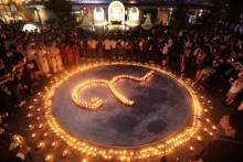 ชาวเชียงใหม่ ร่วมจุดเทียนแสดงความอาลัยฯ ใต้แสงจันทร์ ในคืนซุปเปอร์ฟูลมูน