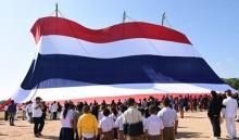 ธงชาติไทยทำสถิติใหญ่สุดในโลก กินเนสบุ๊คบุคบันทึกถึงบนดอย
