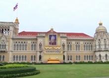 อัญเชิญพระบรมฉายาลักษณ์ร.10ประดิษฐานหน้าตึกไทยคู่ฟ้า