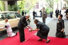 สมเด็จพระเทพฯ เฝ้าทูลละอองธุลีพระบาทรับเสด็จ สมเด็จพระจักรพรรดิ แห่งญี่ปุ่น!!