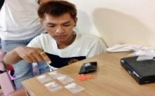 บุกทลายยาเสพติด!!! จับแก๊งคนร้ายเย้ยกฎหมาย ค้ายาบ้า -ไอซ์ ในแฟลตมหาวิทยาลัย