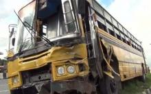 เกือบตายยกคัน!! รถบัสรับส่งนักเรียนกว่า 100 คัน เบรกแตก ชนยับ 6 คันรวด!!