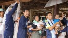 ทหารเรือฮีโร่ ช่วยเด็กแรกเกิด ประสบภัยน้ำท่วมนครพนม ไปยังที่ปลอดภัย