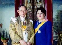 ในหลวง-พระราชินี พระราชทานดอกไม้เยี่ยมผู้บาดเจ็บระเบิดราชประสงค์!!