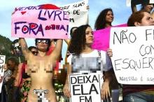 สาวบราซิลนับร้อยเปลือยอกเดินขบวน ต่อต้านการข่มขืน!