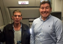 ไม่มีอะไรจะเสีย!!หนุ่มใจกล้าขอเซลฟี่กับโจรจี้เครื่องบินอียิปต์แอร์