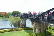 ระทึก รฟ.เฉี่ยวนักธุรกิจญี่ปุ่น ตกสะพานข้ามแม่น้ำแคว