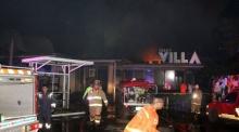 ระทึก!!! เกิดเหตุเพลิงไหม้ผับดัง Funky Villa ย่านทองหล่อ!!!