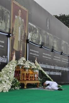 ด้วยสำนึกในพระมหากรุณาธิคุณ ข้าราชการ ราชบุรี จึงร่วมใจกันทำสิ่งนี้....