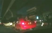 ป๊าดติโธ่ !! กระจ่างชัด สาวผมยาว ท้ายรถ ที่แท้ ....ตำรวจปรับเบาะ ๆ