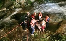 เจอแล้ว!! นักมวยค่ายดัง โดดน้ำตกวังบัวบานจมหาย ค้นหานานกว่า 5 ชม.พบเป็นศพดับสลด!!