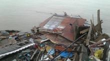 ระทึก ! ร้านอาหารริมเจ้าพระยาถล่ม แค่ 10 นาที บ้านพังครืนลงแม่น้ำ