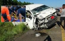 รถตู้ขับส่าย!! ผู้โดยสารสาวนั่งข้างคนขับเห็นคาตา พุ่งชนเสายับเจ็บ6-ร้องกันลั่น