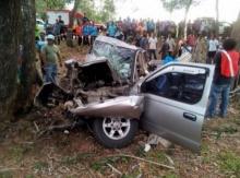 สลด!! รถรับส่งนักเรียนชนต้นไม้ เสียชีวิต 9 ราย คนขับดับสยองมาก!!!