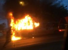 ระทึกรถเมล์ ปอ.38 ไฟไหม้วอดทั้งคัน ริมถนนลาดพร้าว