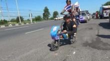 ใจสู้!! ชายพิการขา2ข้าง ใช้2มือปั่นจักรยานจากมหาสารคาม เพื่อสิ่งนี้?