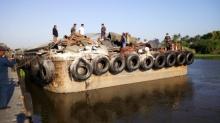 เรือพ่วงลากจูง ชนเสาตอสะพานข้ามแม่น้ำนครชัยศรี พังถล่ม หน้าวัดไทยาวาส