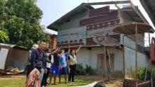 สุรินทร์อ่วม! พายุลูกเห็บถล่ม ซัดบ้านพัง หลังคาปลิวว่อน เสียหายหนัก 50 หลังคาเรือน
