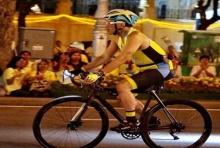 สมเด็จพระเจ้าอยู่หัว ทรงจักรยานนำประชาชนเปิดงาน อุ่นไอรัก ครั้งที่ 2