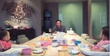 สุดชื่นมื่น ! เอม โชว์ภาพ ทักษิณ ร่วมโต๊ะทานอาหารกับหลานแฝด