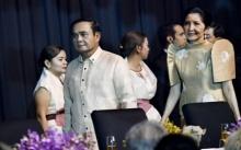 บิ๊กตู่ควงอาจารย์น้อง ในชุดประจำชาติฟิลิปปินส์ ร่วมงานเลี้ยงอาหารค่ำ