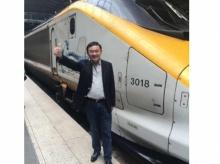 ทักษิณ โพสต์ท่าใหม่ ก่อนขึ้นรถไฟยูโรสตาร์พักผ่อนที่ปารีส