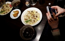 น่ากินไหม?! ภัตตาคารในโตเกียวจัดโปรโมชั่น บะหมี่แมลง คนต่อคิวกินเพียบ!