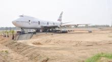 ชาวโคราชฮือฮา! เครื่องบินโบอิ้ง747โผล่กลางไร่มัน?