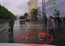 อายแทน!!รถแรงไปหน่อยจู๋ปลอมหล่นเกลื่อนถนน(คลิป)