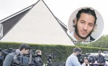 สำนักข่าวฟรานซ์ 24 รายงานว่า เกิดเหตุมือมีดที่อ้างตนสวามิภักดิ์ต่อกลุ่มติดอาวุธรัฐอิสลาม (ไอเอส) บุกแทงเจ้าหน้าที่ตำรวจฝรั่งเศสระดับผู้บังคับการ พร้อมภรรยา จนเสียชีวิต