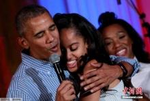 ความเป็นพ่อเต็มเปี่ยม! โอบามาร้องเพลงวันเกิดให้ลูกสาวในวันชาติ