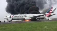 เครื่องบินอเมริกันแอร์ไลนส์ไฟไหม้! อพยพ 170 ชีวิตระทึก(คลิป)