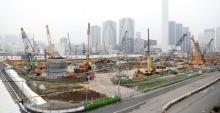 คนงานก่อสร้างสนามโอลิมปิกโตเกียวฆ่าตัวตายเพราะทำงานหนัก