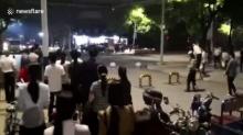 สดุดีนายตำรวจจีน สละตัวเองช่วยชีวิตประชาชน นาทีรถตีนผีซิ่งระห่ำ