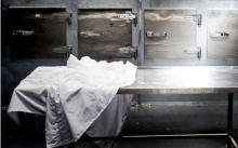 สุดช็อก!!! จนท.ห้องเก็บศพ เปิดตู้แช่ เช็กร่างผู้เสียชีวิต ทำเอาตกตะลึง ศพยังหายใจอยู่!!