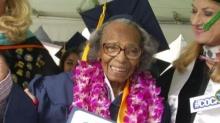 อึ่ง!หญิงวัย99ปีเรียนจบวิทยาลัยตามความฝัน ก่อนอายุครบร้อย