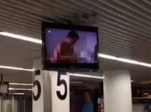 อึ้งกันทั้งบาง!! ทีวีในสนามบินโชว์หนังโป๊สยิวหรา
