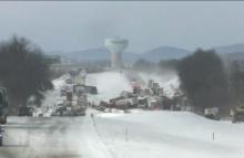 หิมะตกหนักทำรถชนกันกว่า 50 คันที่สหรัฐฯ เสียชีวิตแล้ว 3 ราย(คลิป)