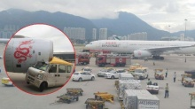 ช็อค!! วงจรปิดจับภาพสุดระทึกรถตู้พุ่งชนเครื่องบิน ผู้โดยสาร 295 (คลิป)