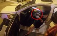 ชายขับรถชนที่กั้น โดนเหล็ก 4 เมตร เสียบทะลุร่าง ยังคงนั่งเล่นโทรศัพท์สุดชิล!!? (มีคลิป)