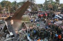 เครื่องบินอินโดฯดิ่งตกกลางหมู่บ้าน ตายเกลื่อนนับร้อยศพ!!